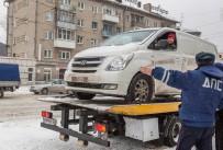 Водителя, просидевшего в своей машине на платформе эвакуатора, суд оштрафовал на 500 рублей